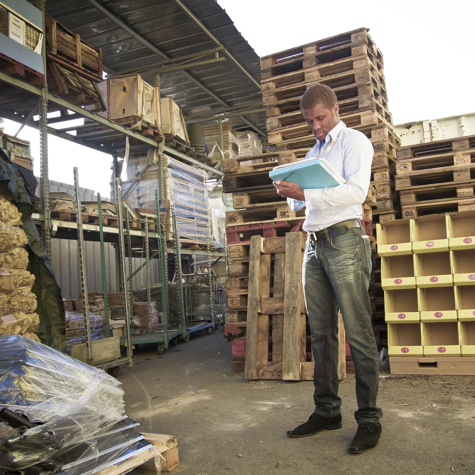 expert CPM réalisant un audit sur le terrain
